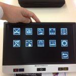 タッチパネルの拡大読書器